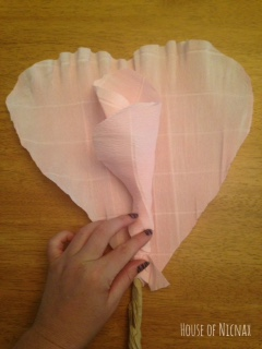 Making a giant flower from crepe paper. Full tutorial found at www.houseofnicnax.com.au #paperflower #diy #craft